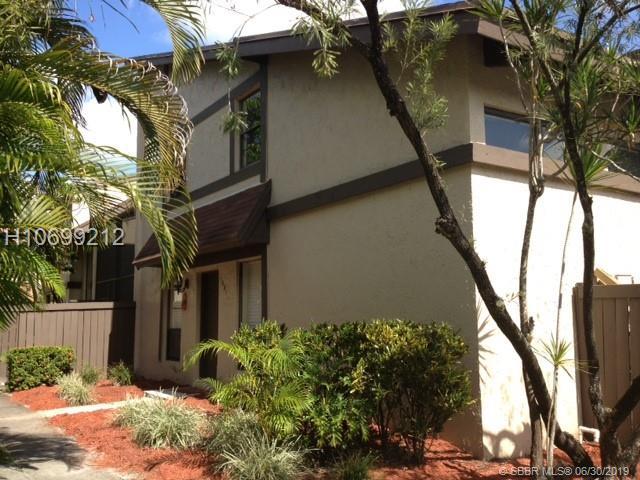 1881 Bayberry Dr, Pembroke Pines, FL 33024