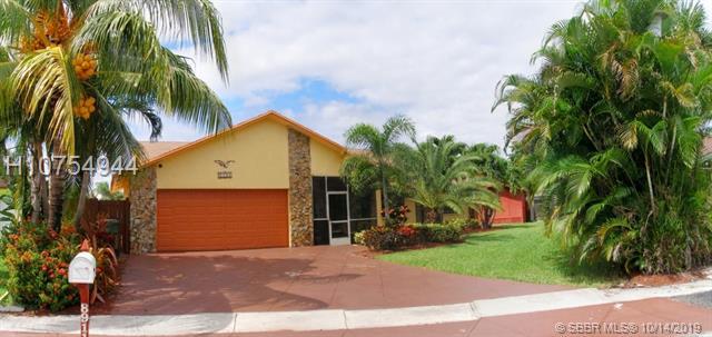 8911 Nw 15th St, Pembroke Pines, FL 33024