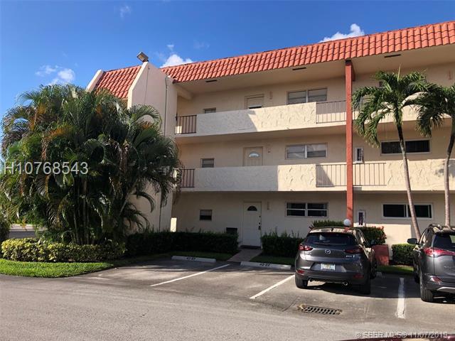 371 S Hollybrook Dr, Pembroke Pines, FL 33025