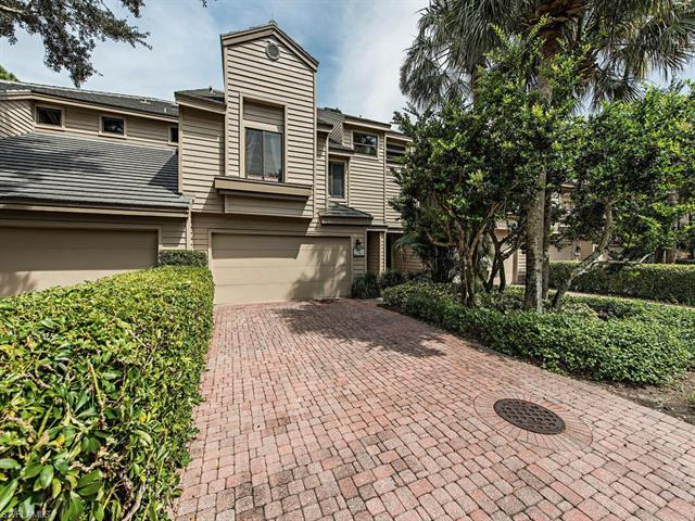 27113 Oakwood Lake Dr, Bonita Springs, FL 34134
