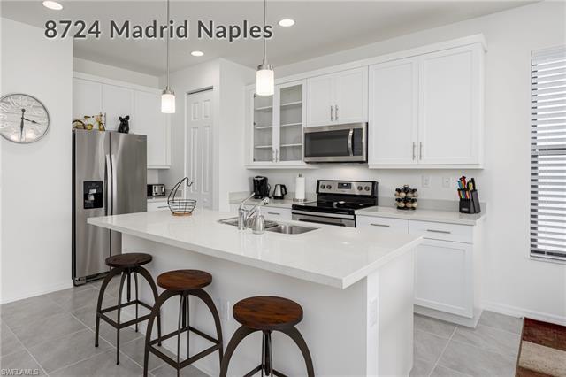 8724 Madrid Cir, Naples, FL 34104