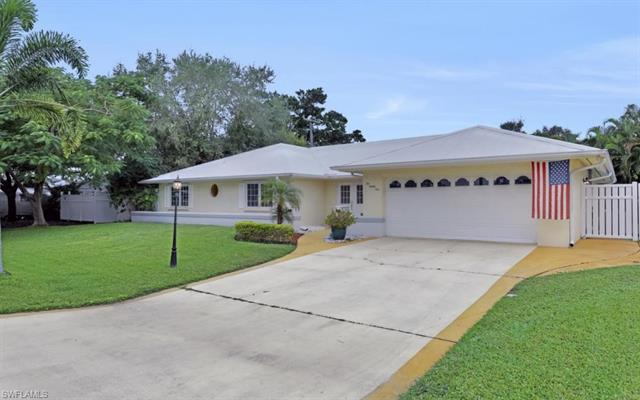 1081 Town And River Dr, Fort Myers, FL 33919