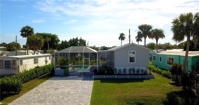 35 Derhenson Dr, Naples, FL 34114