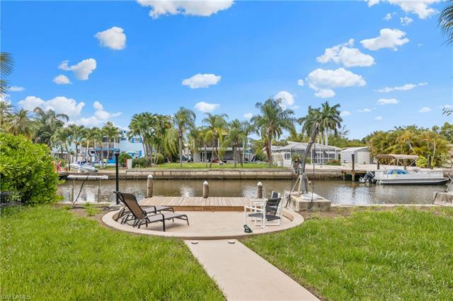 129 Curlew St, Fort Myers Beach, FL 33931