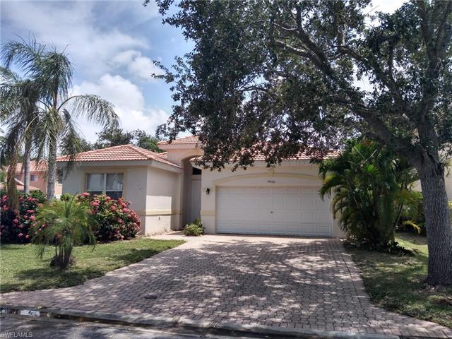 9452 Golden Rain Ln, Fort Myers, FL 33967