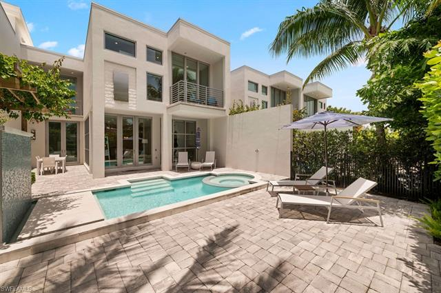 345 Banyan Blvd 3, Naples, FL 34102