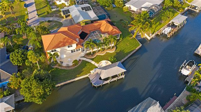 122 Seahorse Ln, Fort Myers Beach, FL 33931