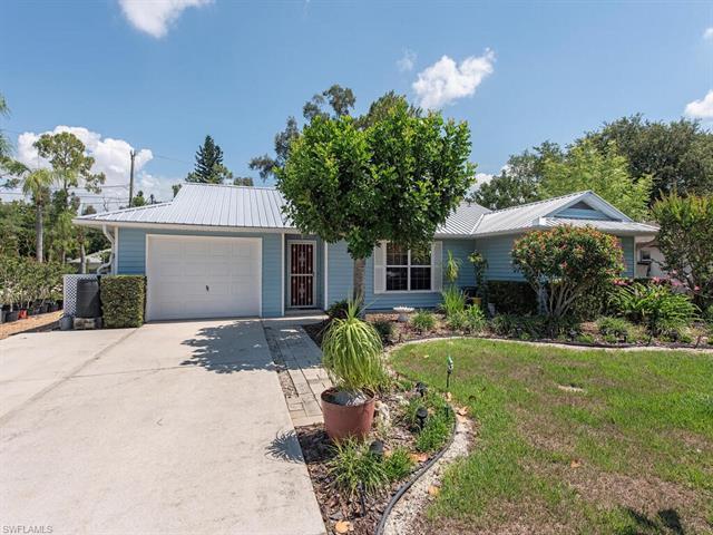 9049 Shaddock Rd W, Fort Myers, FL 33967