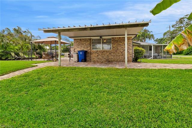 9751 Tonya Ct, Bonita Springs, FL 34135