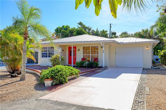 210 Hibiscus Dr, Fort Myers Beach, FL 33931
