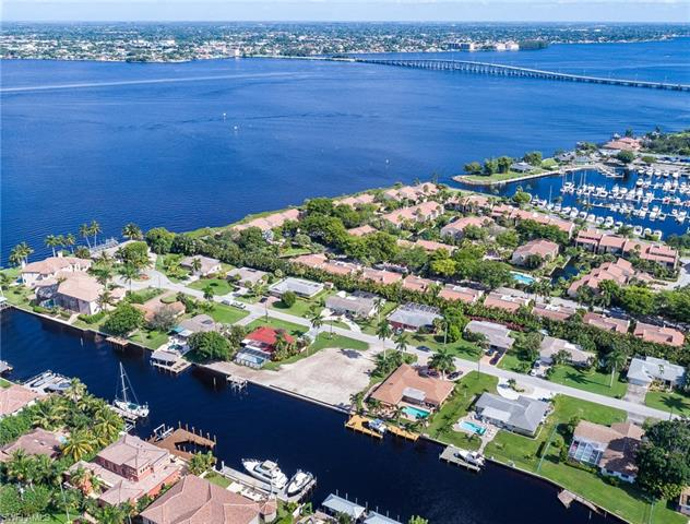 848 N Town And River Dr, Fort Myers, FL 33919