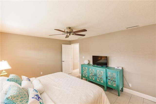 1424 Windsor Ct, Cape Coral, FL 33904