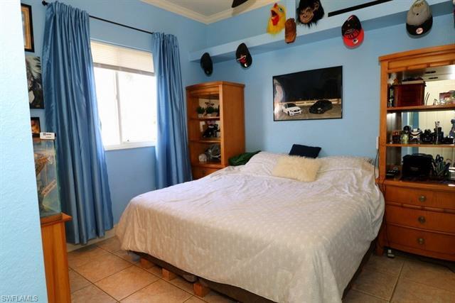 129 Sw 13th Ter, Cape Coral, FL 33991