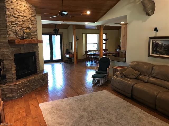 20200 Persimmon Ridge Rd, Alva, FL 33920