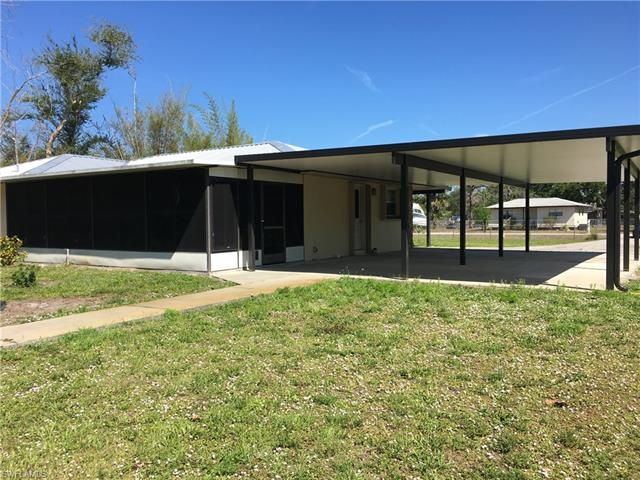 21560 Center St S, Alva, FL 33920