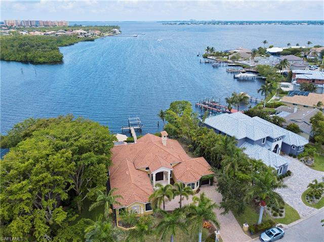 834 Cal Cove Dr, Fort Myers, FL 33919