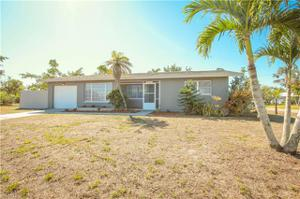 4207 Country Club Blvd, Cape Coral, FL 33904