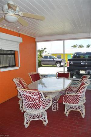 2633 Bridgeview St, Matlacha, FL 33993