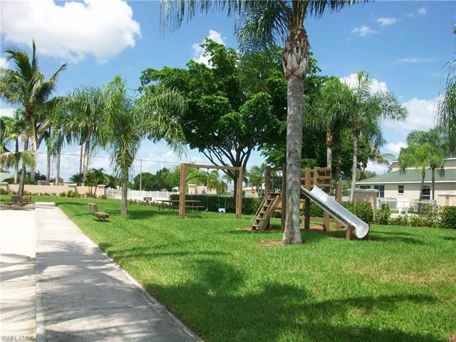 405 Emerald Cove Ln, Cape Coral, FL 33991