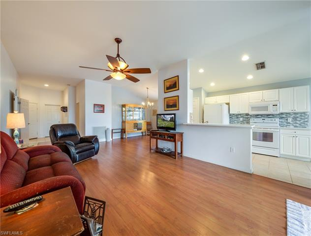 2467 Belleville Ct, Cape Coral, FL 33991