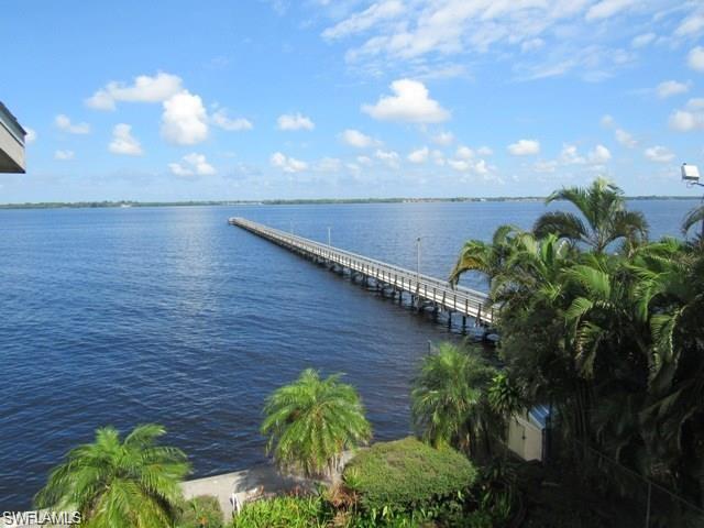 718 Tarpon St, Fort Myers, FL 33916