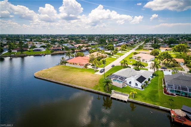 927 Se 17th St, Cape Coral, FL 33990