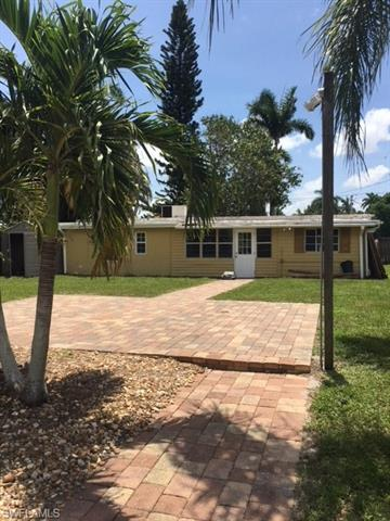 28 Estate Dr, North Fort Myers, FL 33917