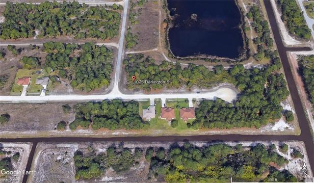 1075 Darlington St, Lehigh Acres, FL 33974