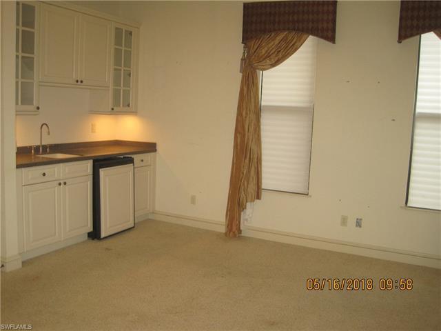 5853 Riverside Ln, Fort Myers, FL 33919