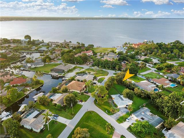 501 Val Mar Dr, Fort Myers, FL 33919