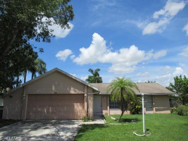 1610 Country Club Blvd, Cape Coral, FL 33990