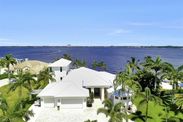 5625 Riverside Dr, Cape Coral, FL 33904