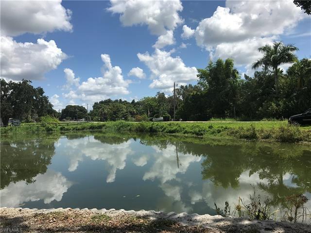 76 Crescent Lake Dr, Fort Myers, FL 33917