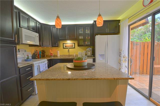 3304 Sandlewood Ln 1, Fort Myers, FL 33907