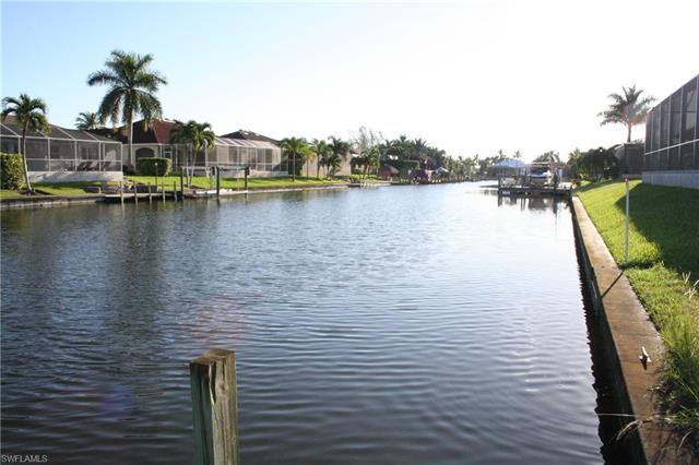 2827 Sw 38th Ter, Cape Coral, FL 33914