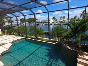 18275 Cutlass Dr, Fort Myers Beach, FL 33931