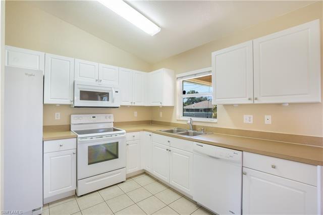 230 Ne 10th Pl, Cape Coral, FL 33909