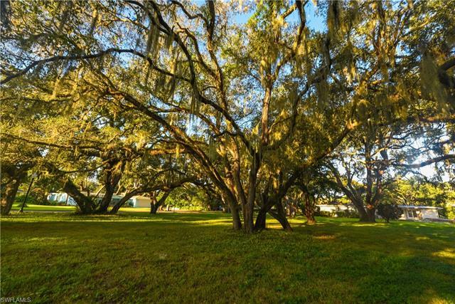 1303 Shadow Ln, Fort Myers, FL 33901