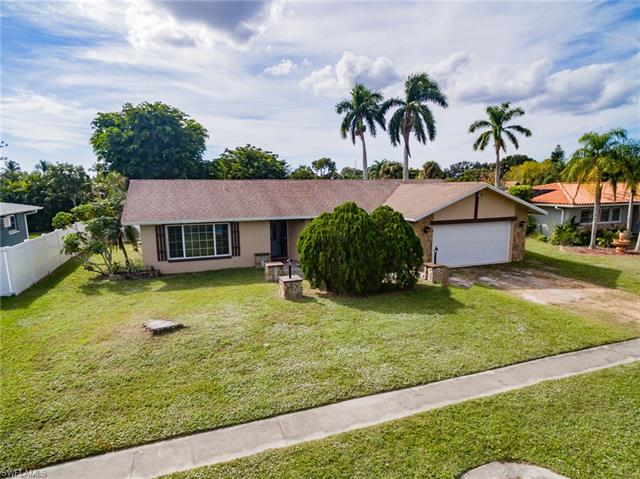 1462 N Larkwood Sq, Fort Myers, FL 33919