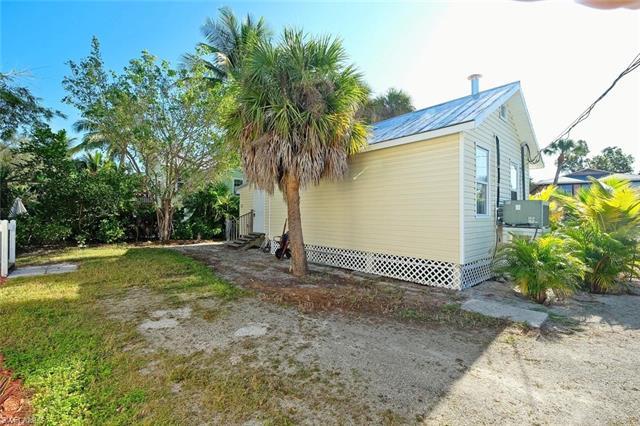 157 Hercules Dr, Fort Myers Beach, FL 33931