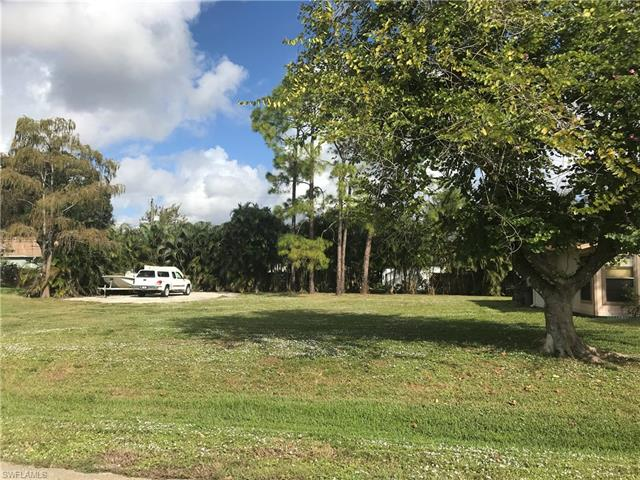 8151 Harrisburg Dr, Fort Myers, FL 33967