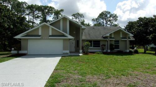 220 Hamilton Ave, Lehigh Acres, FL 33936