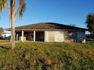 15 Willow St, Lehigh Acres, FL 33936
