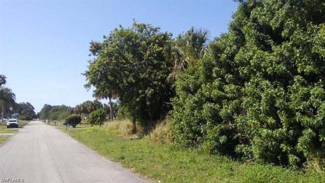 415 Robert Ave, Lehigh Acres, FL 33936