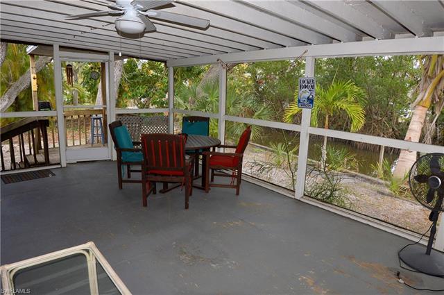5811 Lauder St, Fort Myers Beach, FL 33931