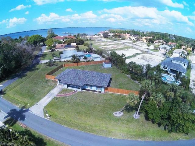 5520 Shaddelee Ln W, Fort Myers, FL 33919
