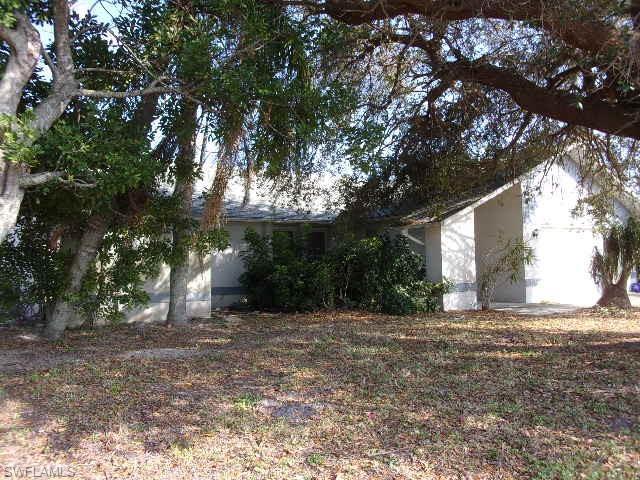 1625 Country Club Blvd, Cape Coral, FL 33990