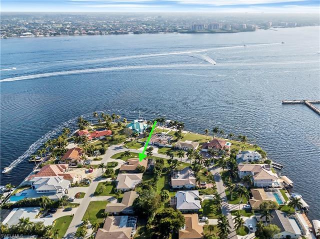 5774 Riverside Dr, Cape Coral, FL 33904