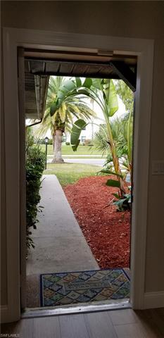 9423 Camelot Dr, Fort Myers, FL 33919
