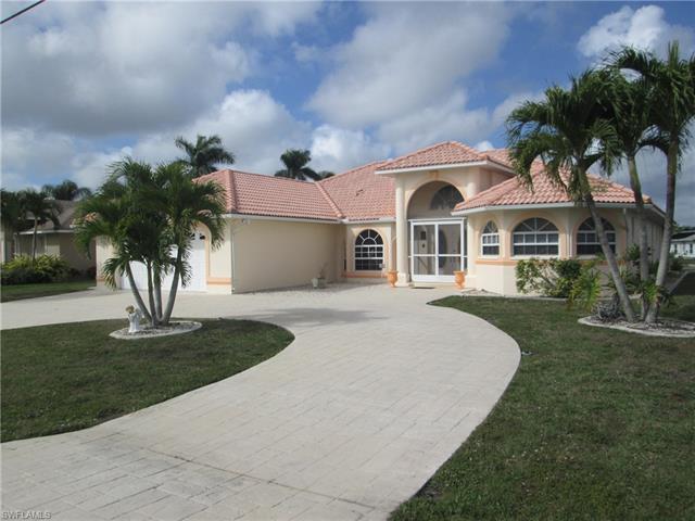 926 Sw Santa Barbara Pl, Cape Coral, FL 33991